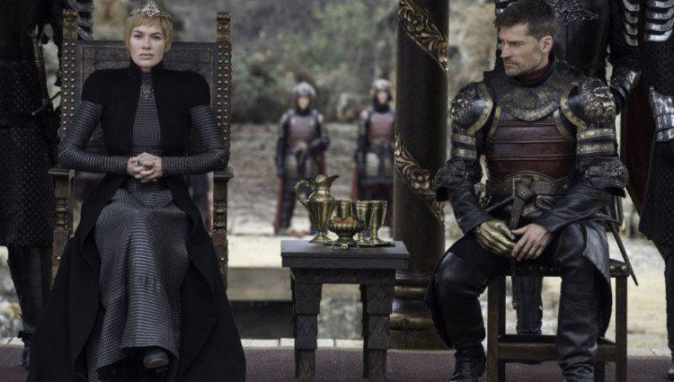 Cersei </p><p>y Jaime durante las negociaciones con Daenerys