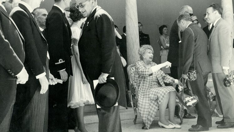 Besamanos organizado en honor a la Reina Victoria Eugenia por su regreso a España | Pinterest