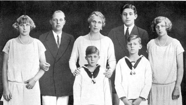 La Reina Victoria Eugenia con sus hijos | Pinterest