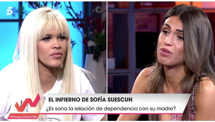 Ylenia Padilla realiza una serie de preguntas a Sofía Suescun en 'Viva la Vida' / foto: telecinco.es