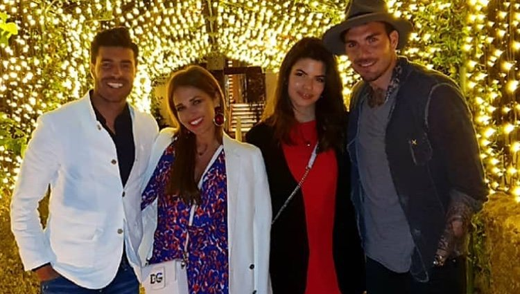 Paula Echevarría y Miguel Torres con unos amigos/ Foto: Instagram