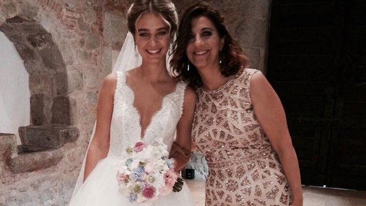 Laura Escanes con su madre el día de su boda/ Foto: Instagram