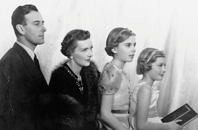 Louis y Edwina Mountbatten con sus hijas Patricia y Pamela | Instagram