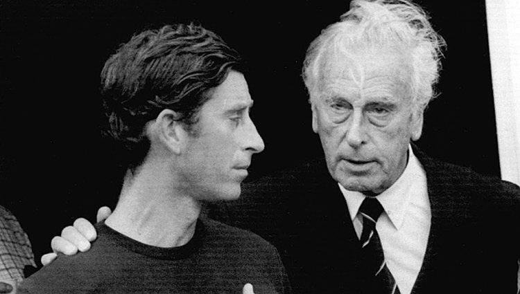 El Príncipe Carlos junto a Lord Mountbatten | Pinterest