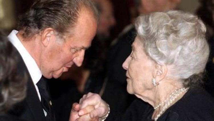 El Rey Juan Carlos saluda afectuosamente a la Condesa de París   Geneall