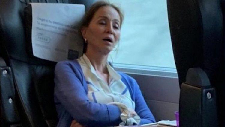 Isabel Preysler pillada durmiendo