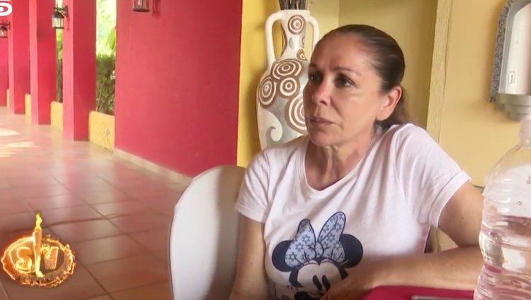 Isabel Pantoja hablando con Omar Montes | Foto: telecinco.es