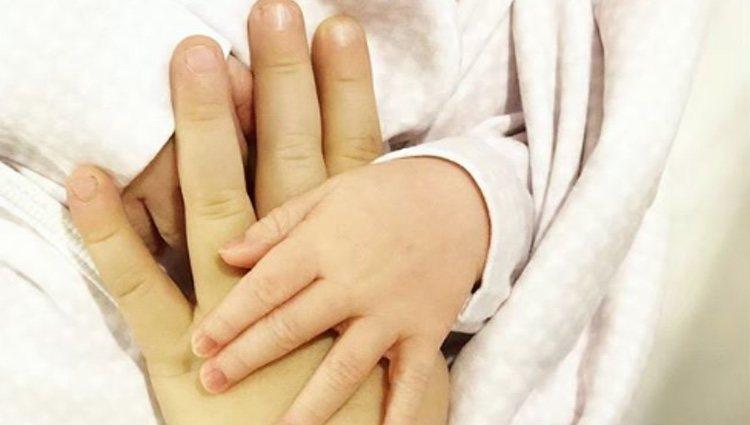 Helen Lindes publica la primera imagen de su recién nacida | Foto: Instagram