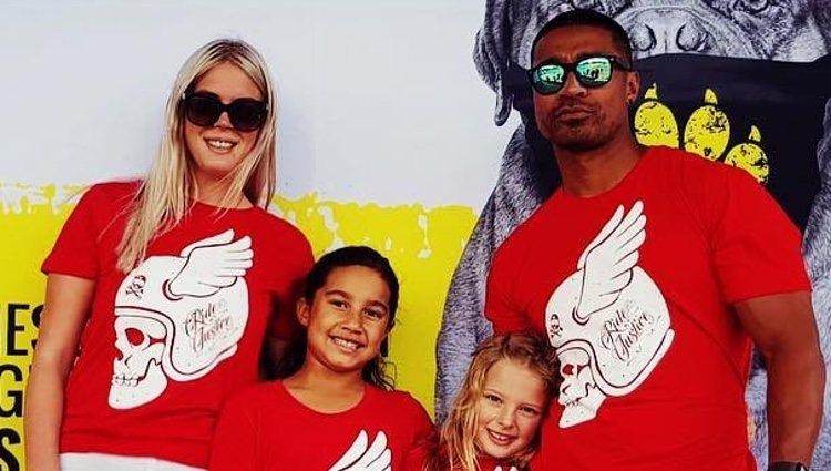 Pua Magasiva con su mujer y sus dos hijas / Foto: Instagram