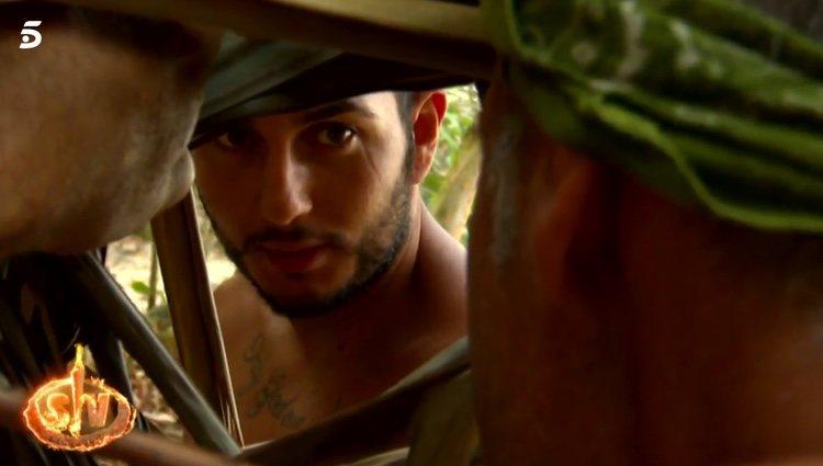 Omar hablando con Fabio y Carlos de su relación con Chabelita / Telecinco.es