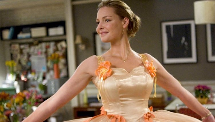 Fotograma de la película '27 vestidos'