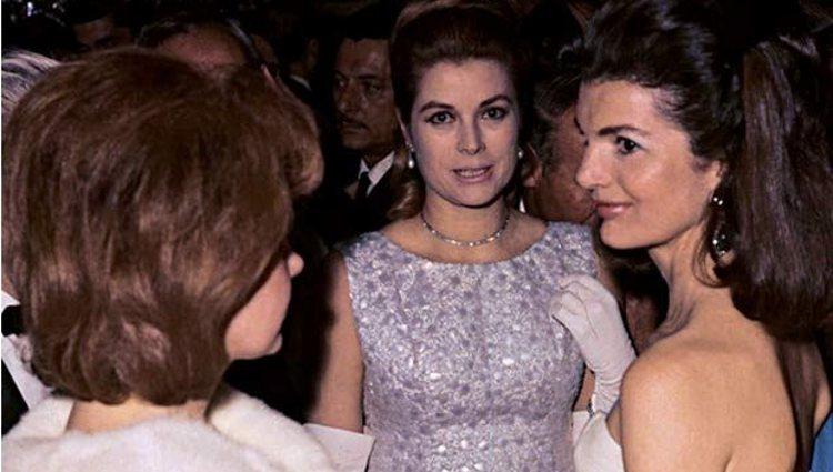 La Duquesa de Alba con Grace Kelly y Jackie Kennedy en el baile de Casa de Pilatos | Pinterest