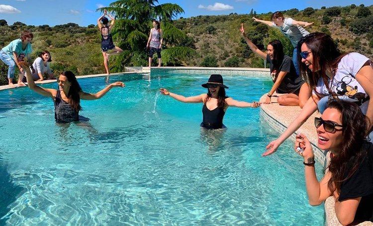 Pilar Rubio con sus amigas en su despedida de soltera / Instagram
