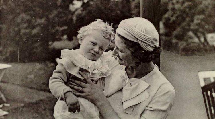 La Reina Astrid de Bélgica con su tercer hijo, el Príncipe Alberto | Flickr