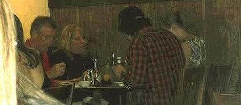 Taylor Swift y Conor Kennedy cenando con la familia de ella