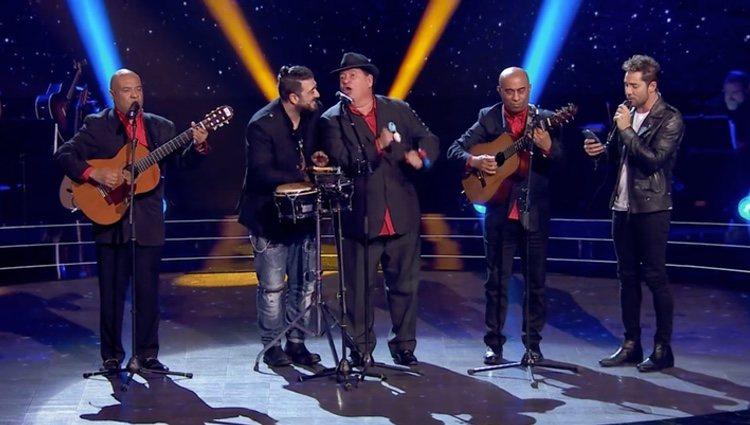 Antonio Orozco y David Bisbal cantando junto a Los D´Orlando l Foto: antena3.com