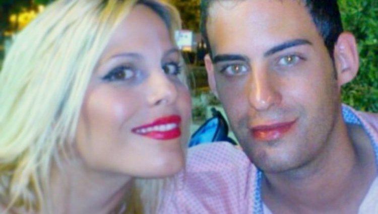 Noelia López con su hermano Tony/ Foto: Instagram