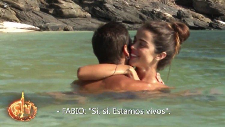 Fabio y Violeta disfrutando de un baño subido de tono en 'Supervivientes 2019' Foto: Telecinco