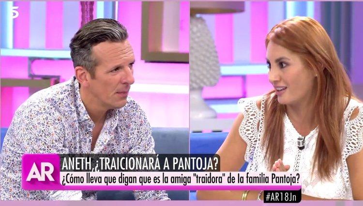 Trifulca entre Joaquín Prat y Aneth Acosta en 'El programa de AR' / Foto: Telecinco.es