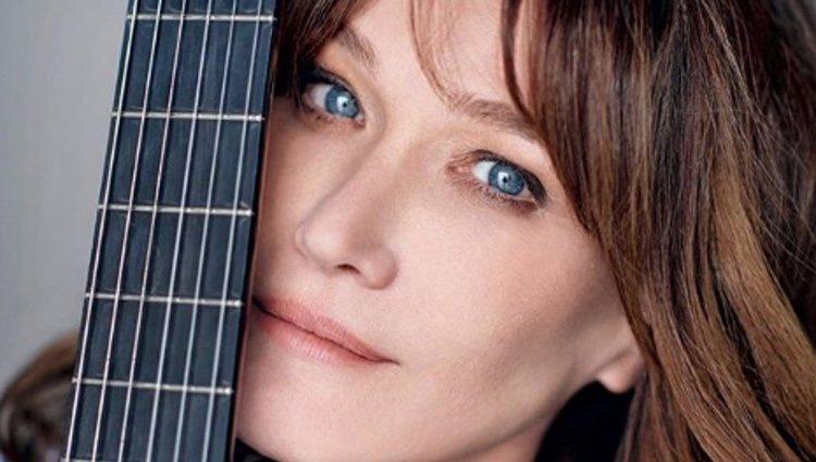 Carla Bruni con una guitarra/ Foto: Instagram