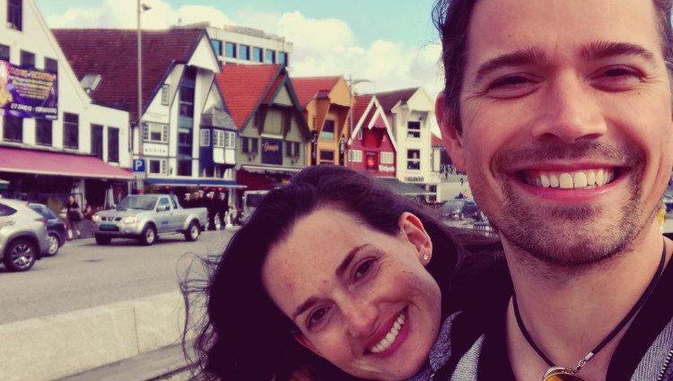 Zac Hanson y su mujer, muy sonrientes durante un viaje a Noruega/Foto:Instagram