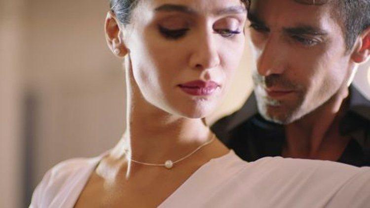 Fotograma de los protagonistas de 'Amor en blanco y negro'