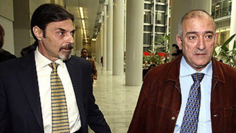 Juan Ignacio Blanco junto al padre de Miriam | Foto: Netflix