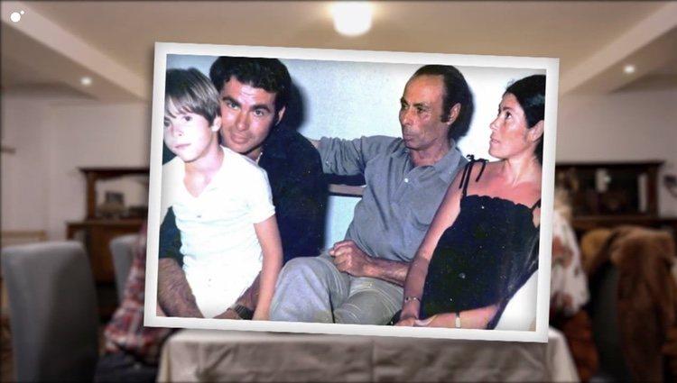 La foto familiar que hizo emocionarse a Canales Rivera en 'Ven a cenar conmigo: Gourmet Edition' Foto: Cuatro