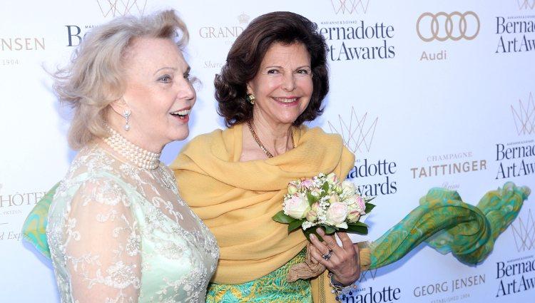 Marianne Bernadotte con la Reina Silvia de Suecia en los Bernadotte Art Awards 2014   Instagram