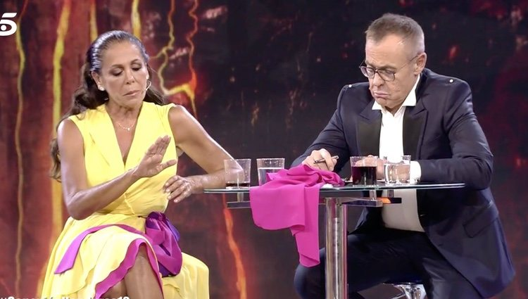 Jordi González le cuenta a Isabel Pantoja la actitud de Mila Ximénez   Foto: telecinco.es