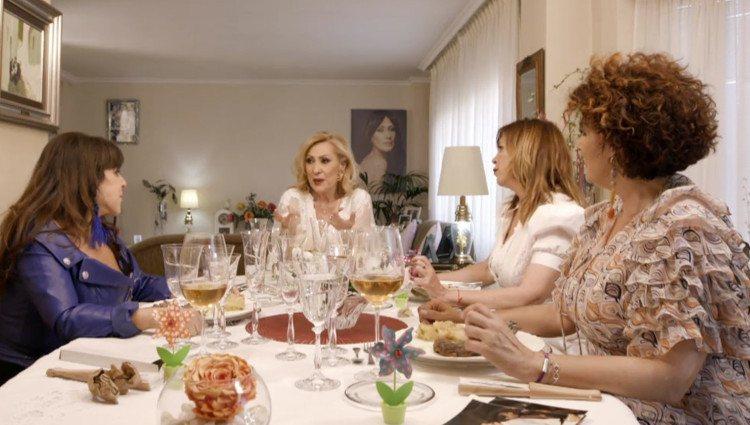 Rosa Benito se sincera con las comensales de 'Ven a cenar conmigo' sobre sus circunstancias del pasado/Foto:Mitele