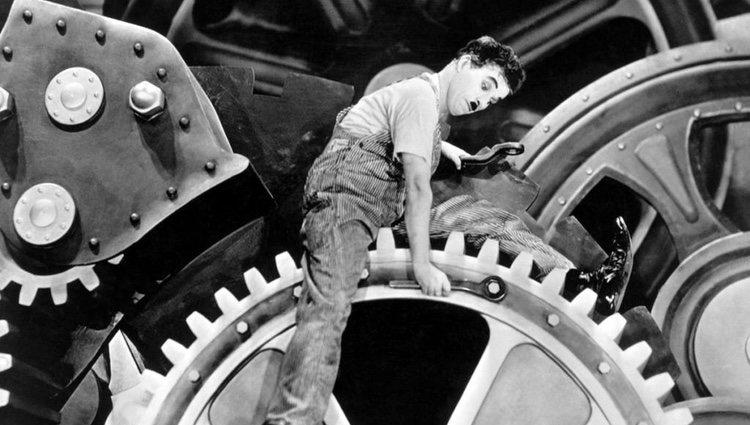 Charles Chaplin en la película 'Tiempos modernos'
