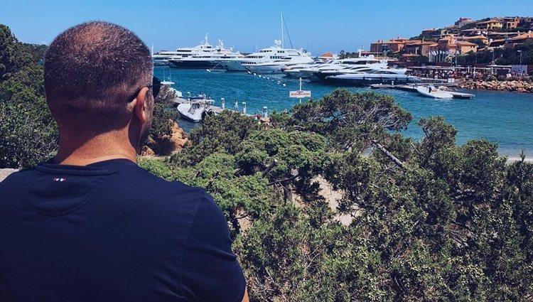 Jorge Javier en las playas de Cerdeña / Foto: Instagram