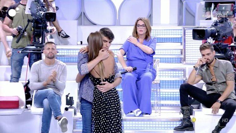 Violeta y Julen sellan la paz con un abrazo | Foto: Cuatro