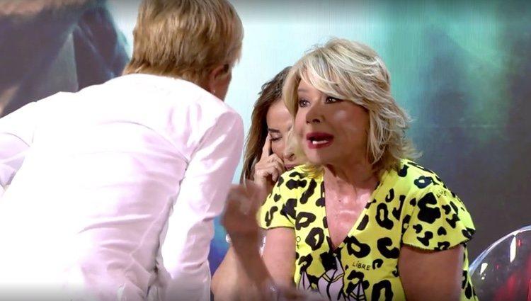Chelo apunta con el dedo a Mila Ximénez / Foto: Telecinco.es