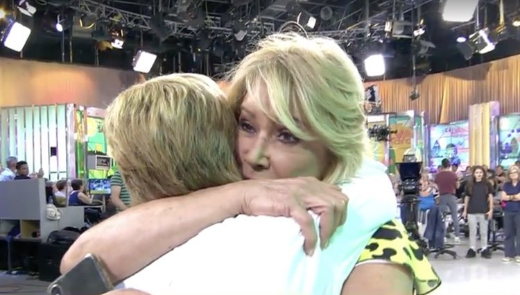 El abrazo de reconciliación entre Mila y Chelo / Foto: Telecinco.es