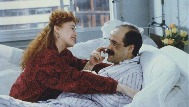 Veronica Forqué y Antonio Resines en 'Adan y Eva, agencia matrimonial | </p><p> IMDB
