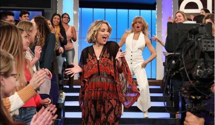 Kate hudson y Goldie Haw disfrutando de un divertido momento en el programa de Ellen DeGeneres