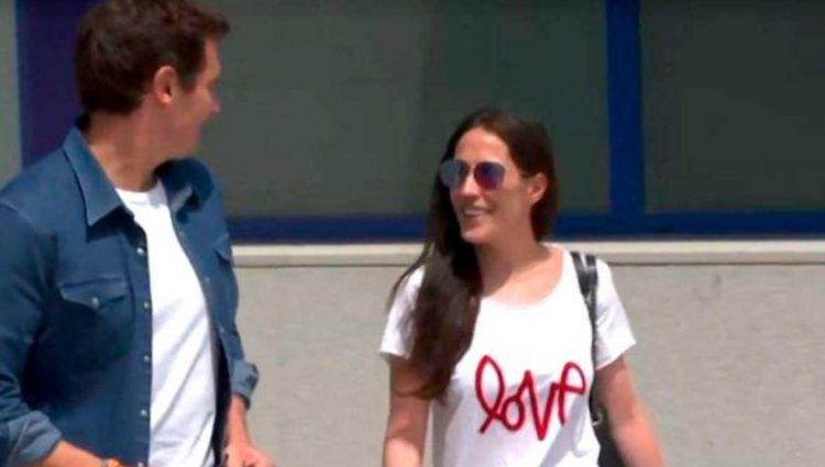 Malú y Albert Rivera saliendo juntos del hospital | Foto: Antena 3