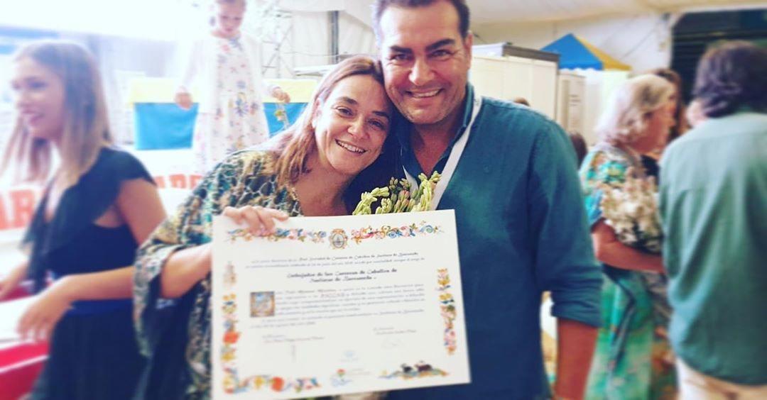 Toñi Moreno recibe un diploma que le convierte en embajadora de la Carrera de Sanlúcar de Barrameda donde sufrió una aparatosa caída Foto: Instagra, @tmoreno73