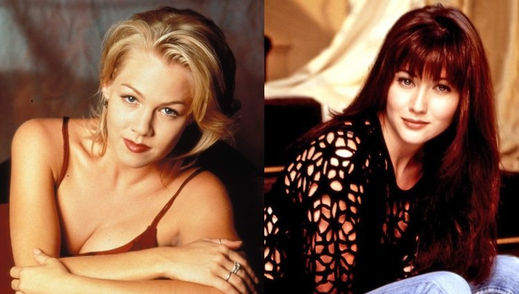 Jennie Garth y Shannen Doherty posando