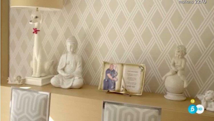 Algunos elementos decorativos de la casa de Raquel Mosquera que han llamado la atención de los comensales/Foto:Telecinco