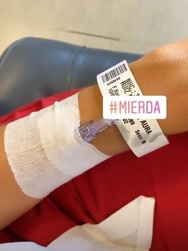 La muñeca de Aurah Ruiz tras ir al hospital/ Foto: Instagram