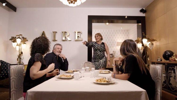 Raquel Mosquera habla con Rosa López sobre salir un día juntas en 'Ven a cenar conmigo: Gourmet Edition' Foto: Cuatro