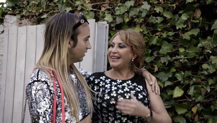 Aless Gibaja es el primer invitado en llegar a la casa de Raquel Mosquera Foto: Cuatro