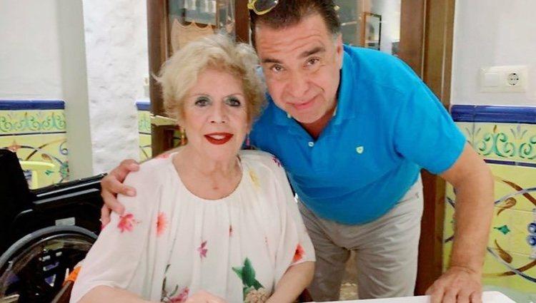 María Jiménez, muy sonriente junto a Domingo García en la publicación que ha hecho el empresario en Instagram Foto: Instagram: @codigo69