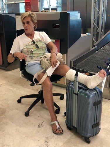 Chelo García Cortés en silla de ruedas en el aeropuerto / Instagram
