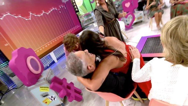Anabel Pantoja encima de Kiko Hernández   Telecinco.es