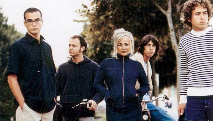 Amaia junto a sus compañeros en la foto promocional de su segundo disco juntos