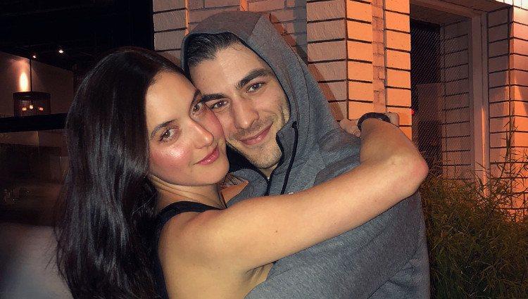 Alaia Baldwin y su marido, Andrew Aronow, muy cariñosos/Foto:Instagram
